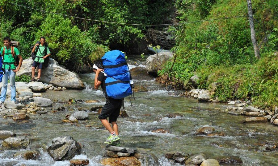 Guide Porters in Nepal